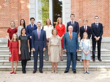 Foto de familia por el 80 aniversario de la Reina Doña Sofía