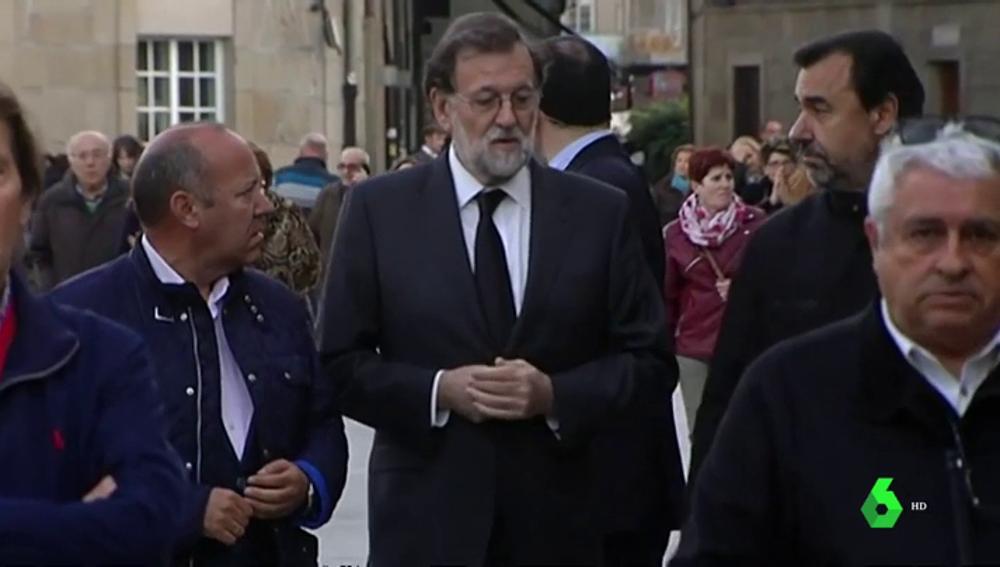 Rajoy es acompañado por sus compañeros de partido en el funeral de su padre
