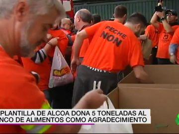 La plantilla de Alcoa dona cinco toneladas al Banco de Alimentos para agradecer el apoyo recibido por los vecinos