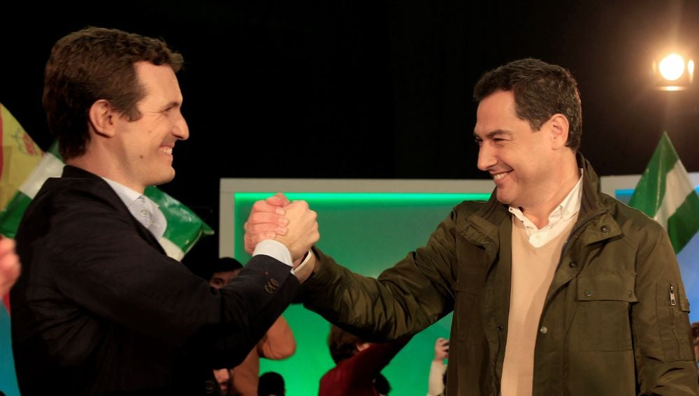 Pablo Casado junto a Juanma Moreno