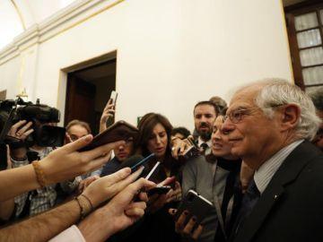 El ministro de Asuntos Exteriores, Josep Borrell, contesta a las preguntas de los periodistas
