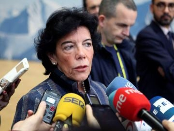 Isabel Celaá ante los medios de comunicación