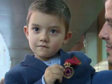 Menor que ha recibido la medalla al mérito de protección civil por salvar a su madre