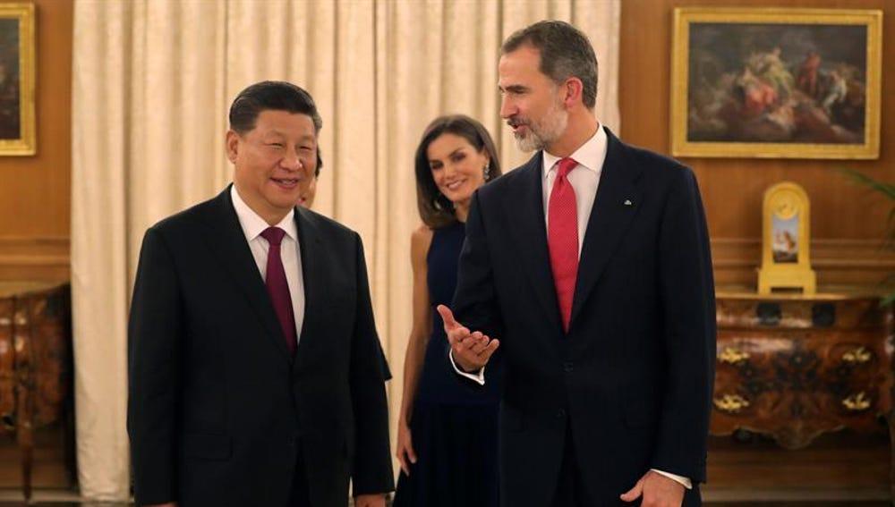 El rey Felipe, acompañado por la reina Letizia, y el presidente de China, Xi Jinping