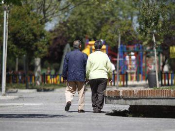 Imagen de archivo de dos pensionistas