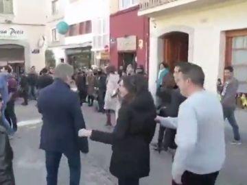 """Inés Arrimadas, abucheadas por un grupo de vecinos de Premià de Mar al grito de """"fascista"""""""