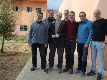 Jordi Sànchez, Oriol Junqueras, Jordi Turull, Joaquim Forn, Jordi Cuixart, Josep Rull y Raül Romeva, de izquierda a derecha