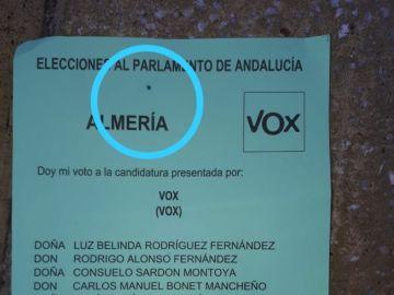 Papeleta de Vox con una mancha