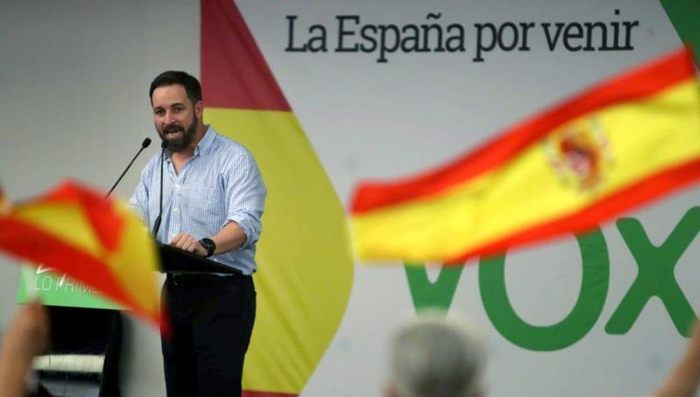 El presidente nacional de VOX, Santiago Abascal interviene en un acto celebrado en Barcelona