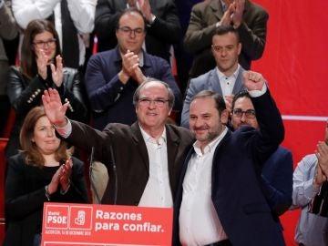El ministro de Fomento, José Luis Ábalos, junto a Ángel Gabilondo