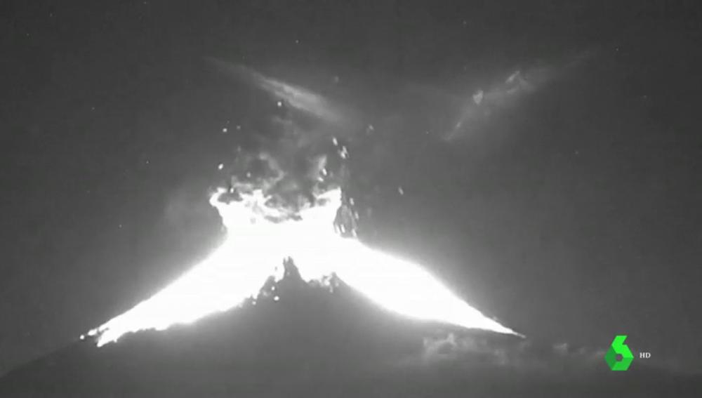 El volcán Popocatepetl de México tiene una doble erupción