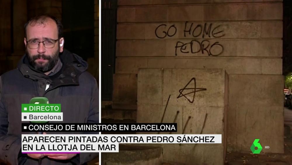 Pintadas contra Sánchez en la sede donde se celebrará el Consejo de Ministros