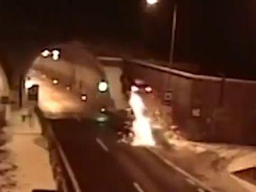Un conductor sobrevive a un tremendo accidente en Eslovaquia: sólo acaba con heridas leves
