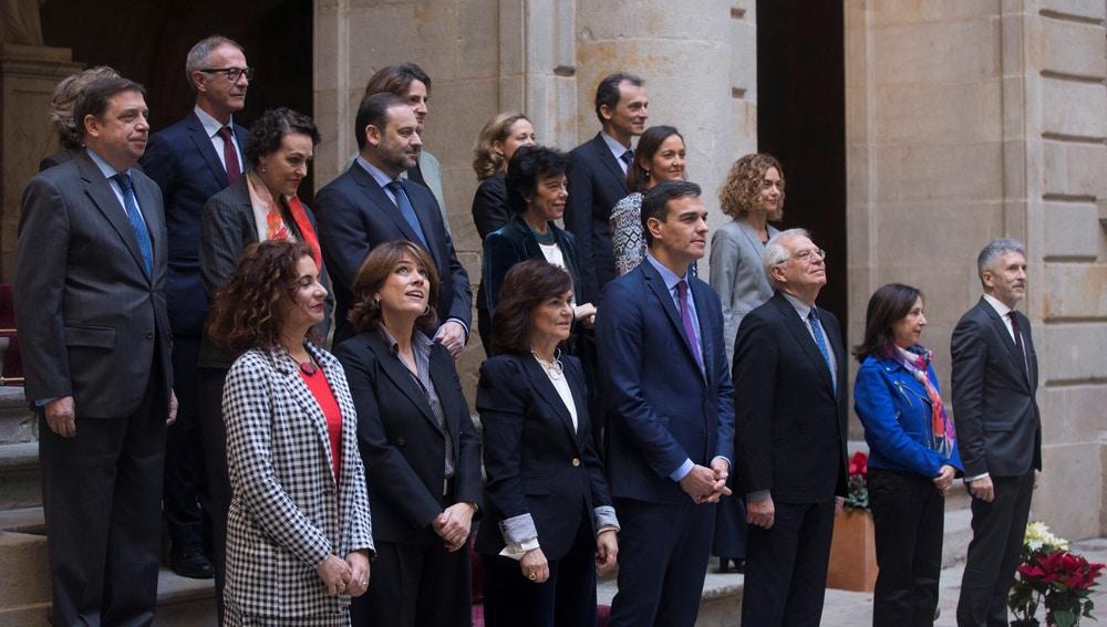Sánchez preside la foto de familia del Consejo Ministros en Barcelona