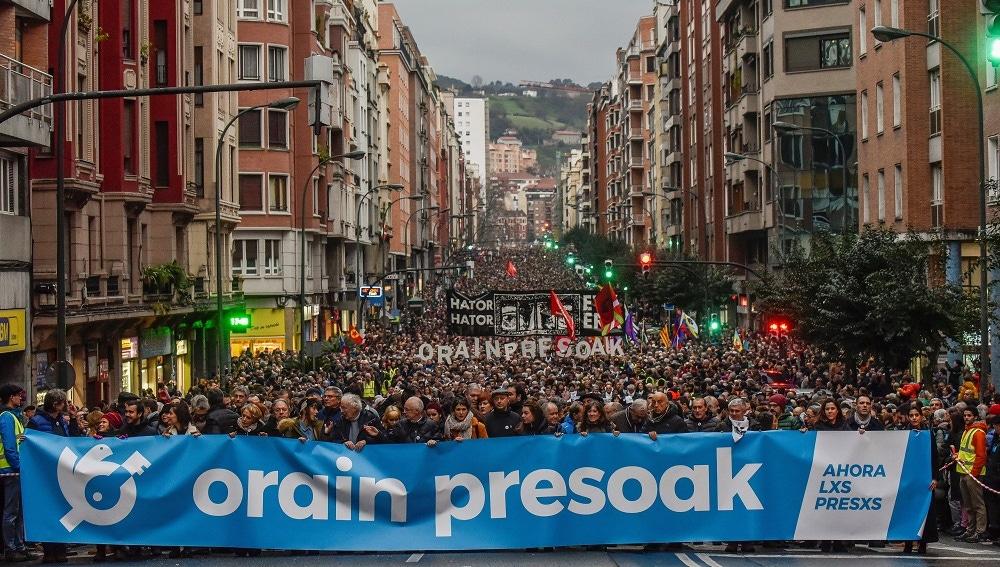 Imagen de la protesta en Bilbao por el fin de la dispersión de los presos de ETA
