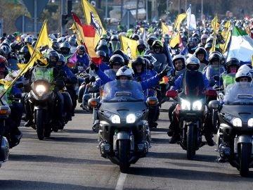 Imagen de los motoristas que han participado en el tradicional desfile de 'pingüinos' en Valladolid