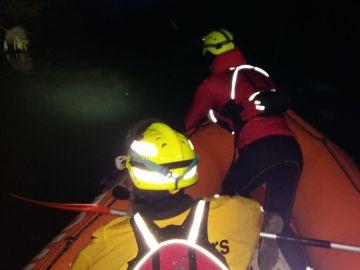 Bomberos buscan al piragüista desaparecido en el río Júcar