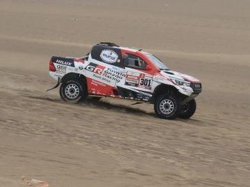 Al-Attiyah, en una etapa del Dakar