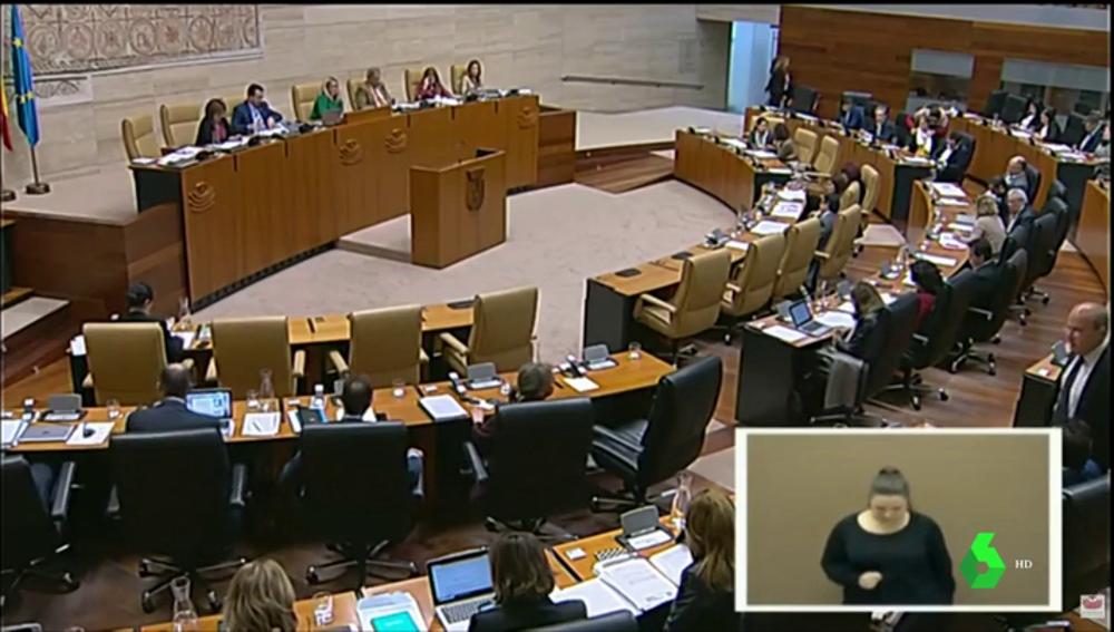 EL PSOE apoya en Extremadura una moción a favor de la aplicación del 155 en Cataluña