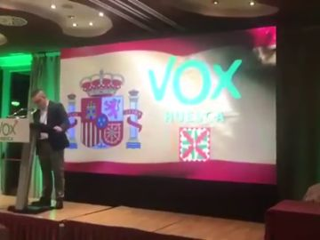 """Un representante de Vox en Huesca: """"Somos partidarios de quitar la bandera gay y lesbiana. La orientación de cada uno en su casa y en su cama"""""""