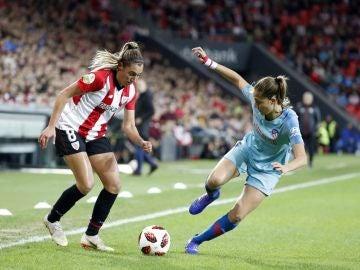 María Díaz y Laia Aleixandri, durante el Athletic-Atlético de la Copa de la Reina