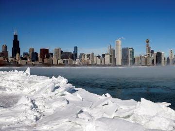 La ola de frío extremo en Chicago deja la ciudad congelada