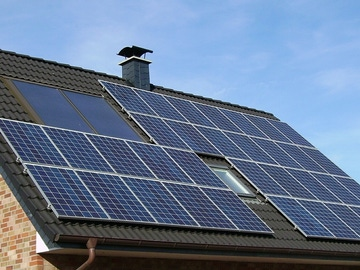 Placas solares en un tejado (Archivo)