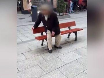 """Los vecinos de Vigo increpan al anciano 'rayacoches': """"Tendrías que haberte pegado una hostia con el Volvo y haberte reventado"""""""