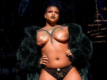 Modelos que han padecido cáncer de mama desfilan en la Semana de la Moda de Nueva York
