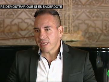 Regresa a Cádiz el falso sacerdote para demostrar a los feligreses que nunca ha mentido