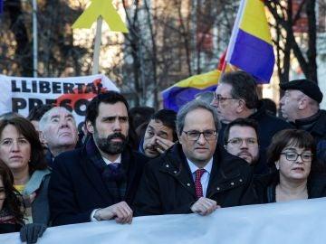 El presidente de la Generalitat, Quim Torra y el presidente del Parlament, Roger Torrent se manifiestan en el Tribunal Supremo.