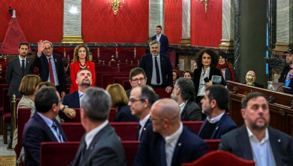 Oriol Junqueras no saluda a Quim Torra durante el juicio del procés