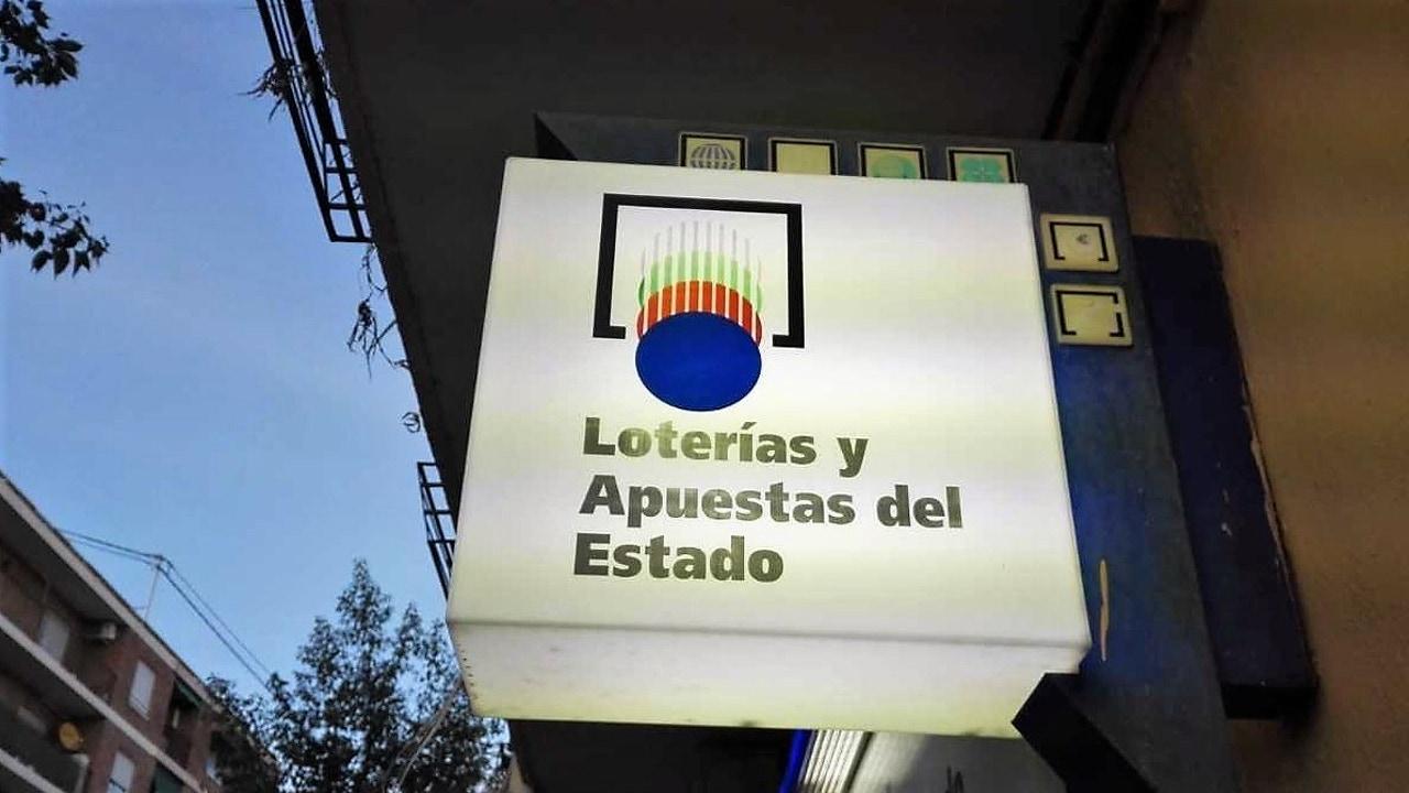 Letrero de una administración de lotería de Elche.