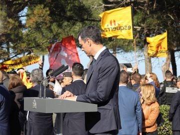 Sánchez, durante la protesta de independentistas catalanes en Francia