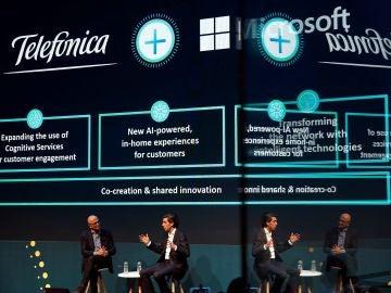 El presidente de Telefónica, José María Álvarez Pallete y el CEO de Microsoft, Satya Nadella