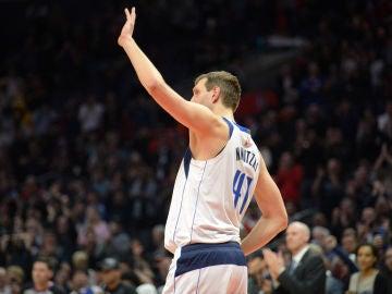 Dirk Nowitzki se despide del Staples Center