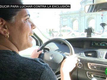 Tudorita es gitana, vive en la Cañada Real y nunca imaginó que se sacaría el carnet de conducir