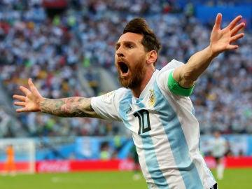 Leo Messi celebra un gol con Argentina