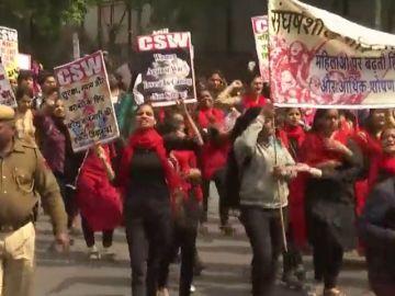 En la India, cientos de mujeres han salido a la calle para protestar por los ataques sexuales