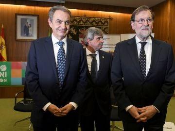 Los expresidentes del Gobierno José Luis Rodríguez Zapatero y Mariano Rajoy, junto con el rector de la ULe, Juan Francisco García Marín