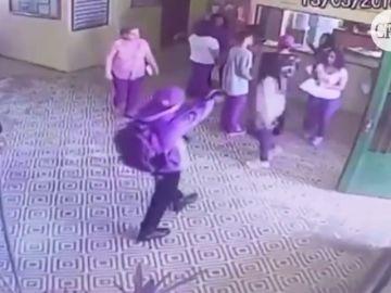 Fragmento del vídeo del ataque en un colegio de Sao Paulo