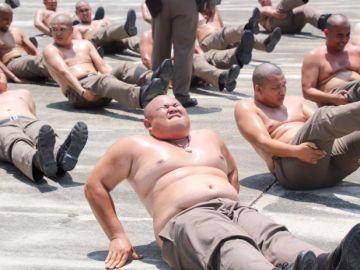 """Policías en el campamento """"destruye barrigas"""""""