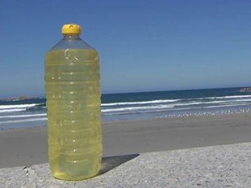 El aceite encontrado en la costa de Camariñas no será analizado por lo que se vuelve a insistir: no lo consuman
