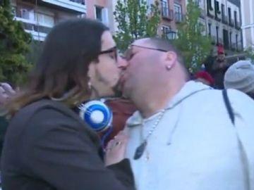 Besada multitudinaria en Madrid