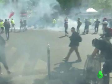 Enfrentamientos de radicales y Policía en París
