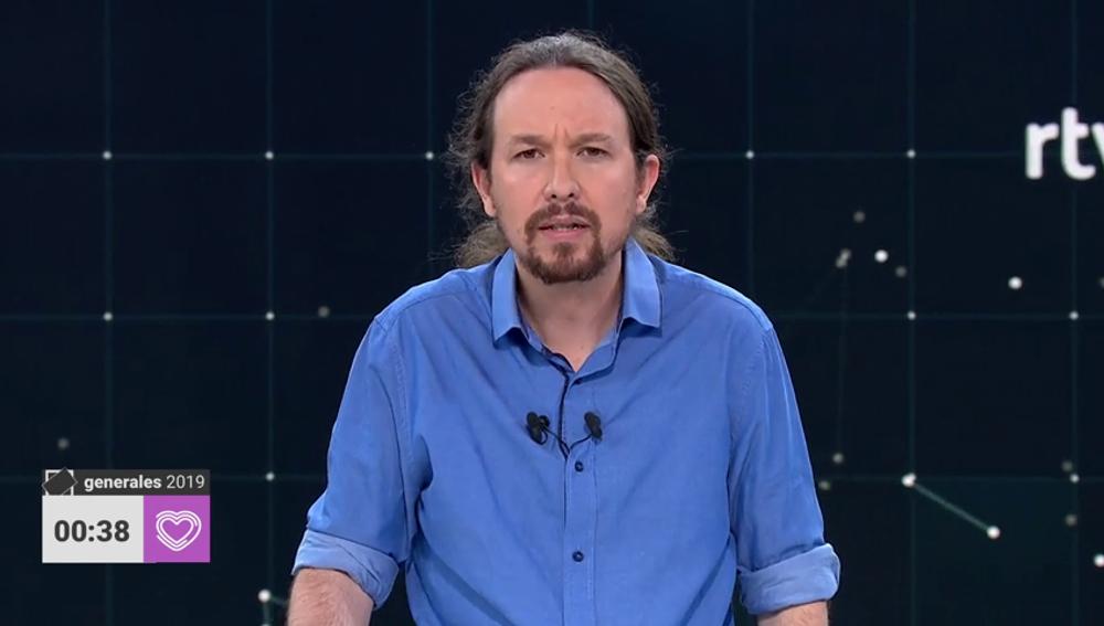 """Pablo Iglesias llama a votar a todos aquellos que piensan que """"la política no sirve para nada"""":"""
