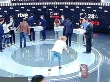 La imagen de los candidatos antes del debate de TVE criticada en redes sociales