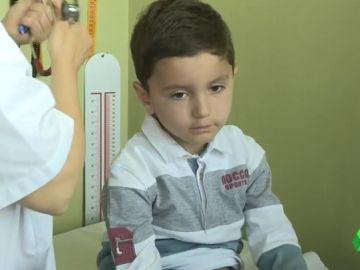 Curan a un niño con leucemia gracias a la inmunoterapia CAR-T financiada por Sanidad