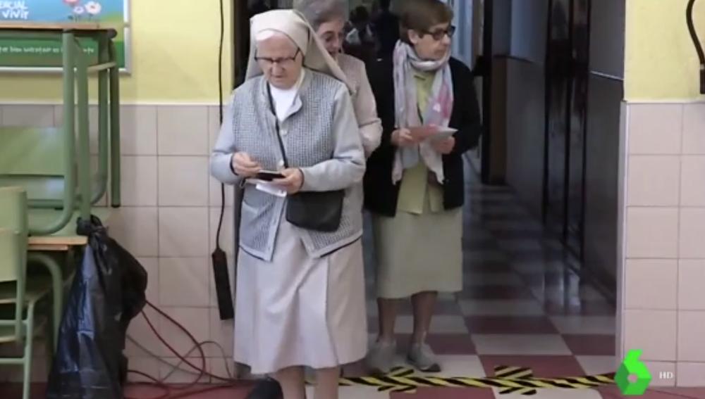 Monjas votando