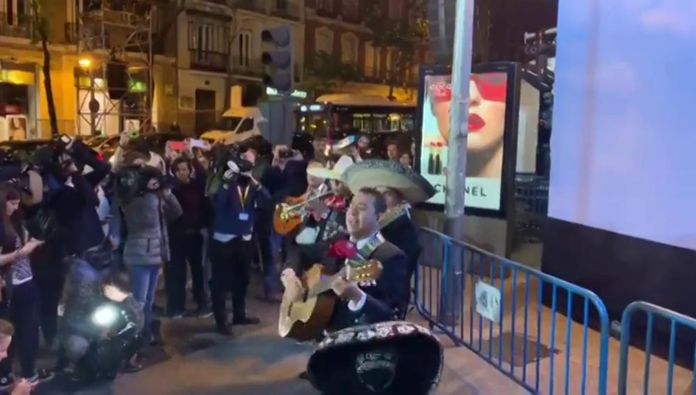 """Forocoches envía un grupo de mariachis a la sede del PP al son de """"canta y no llores"""" tras la debacle electoral"""